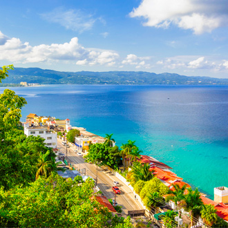 Foto van de kustlijn en gebouwen in Montego Bay