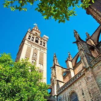Toren van de kathedraal Maria de la Sede in Sevilla
