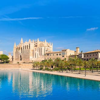 Kathedraal met blauw water Palma de Mallorca