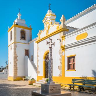Een kerk in Alvor in de Algarve, Portugal