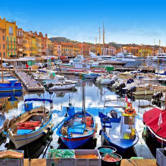 Kleurrijke haven van Saint-Tropez in Frankrijk