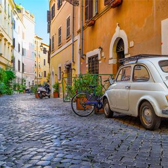 Knusse oude straat in Rome, Italie