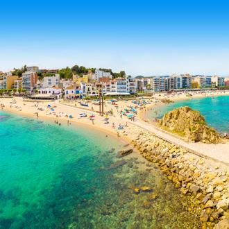 Kust met strand en zee in Blanes, Spanje
