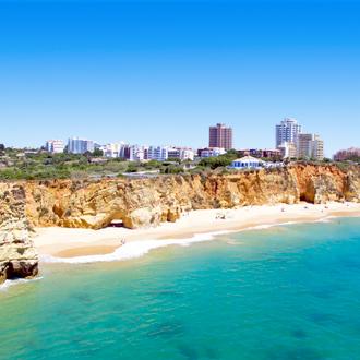 Kustlijn Praia da Rocha met strand en zee