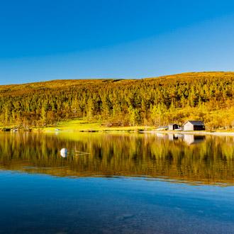 Landschap met meer in Dalarna, Zweden