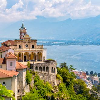 Uitzicht-over-Lago-Maggiore-in-Ticino