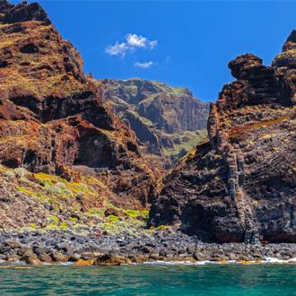 De imposante rots Los Gigantes op Tenerife, Canarische Eilanden in Spanje