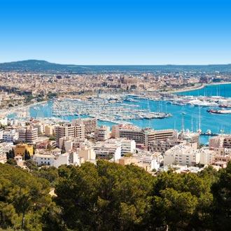 Haven van Palma de Mallorca met blauwe zee