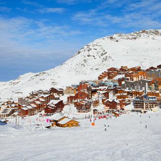 Een luchtfoto van het Franse skidorp Val Thorens in Frankrijk