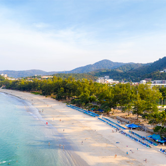 Luchtfoto van Karon Beach in Phuket , Thailand