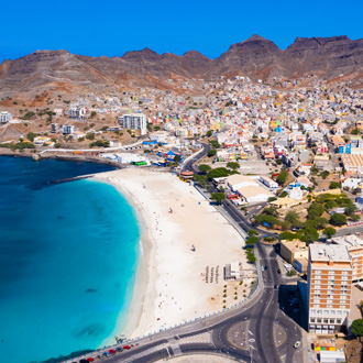 Luchtfoto van Laginha beach in Mindelo stad, Sao Vicente, Kaapverdie