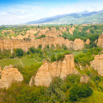 Luchtfoto-van-Le-Balze-canyon-landschap-in-Valdarno-Toscane-Italy