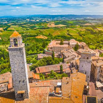 Luchtfoto over omgeving bij San Gimignano, Italië