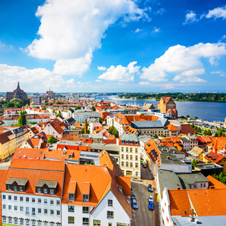 Skyline van de historische stad Rostock