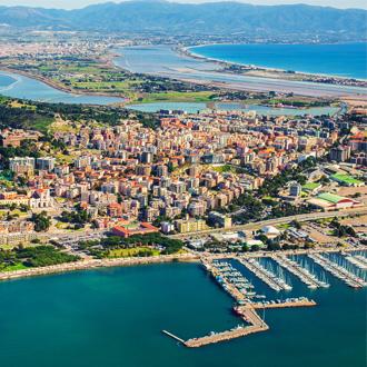 Luchtfoto van de stad Cagliari in Sardinië, Italië