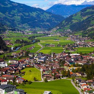 Luchtfoto van het skigebied Mayrhofen in de herfst Tirol Oostenrijk