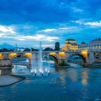 Brug in de stad Skopje