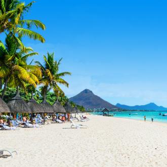 Flic en Flac strand met palmbomen in Mauritius