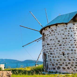 Oude windmolen in de omgeving van Torba