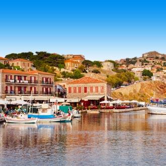 Kleine haven met bootjes in Molyvos Lesbos