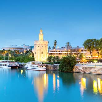 Oever met boten in Sevilla