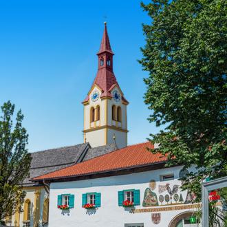 Parochiekerk Agidius in het dorp Igls bij Innsbruck in Oostenrijk