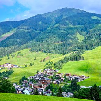 Uitzicht op natuur in de Oostenrijkse deelstaat Salzburgerland, Hinterglemm
