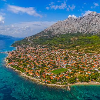 Bovenuitzicht van Orebic op het schiereiland Peljesac in Kroatie
