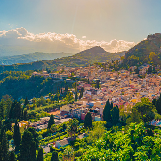 Panoramisch uitzicht op Taromina Mount Etna, Sicilië, Italië