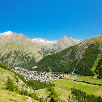 Panoramisch-zicht-over-Saas-Fee