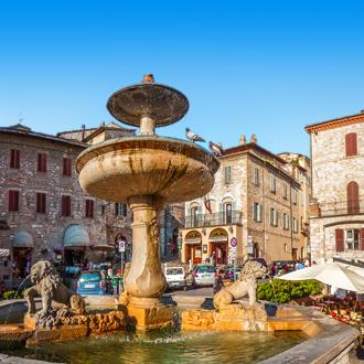 Piazza del Comune in Assisi, Umbrië, Italië