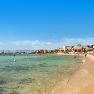 Vertoeven op het strand Platja de Palma