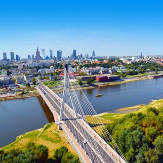 Grote brug naar de stad van Warschau, Polen