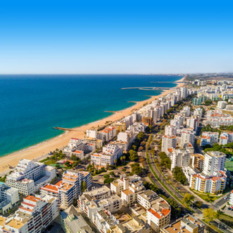 Uitzicht over de stad Quarteira en Vilamoura in Portugal