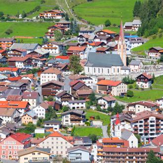 Prachtig-uitzicht-op-het-dorp-Nauders-Tirol-Oostenrijk