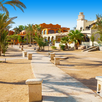 Promenade in El Gouna met hotels en restaurants Egypte