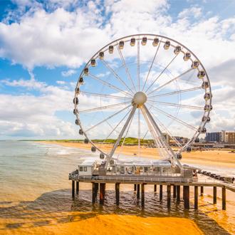 Het reuzenrad op de Pier in Scheveningen, Zuid Holland