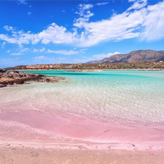 Roze strand op Kreta, Griekenland