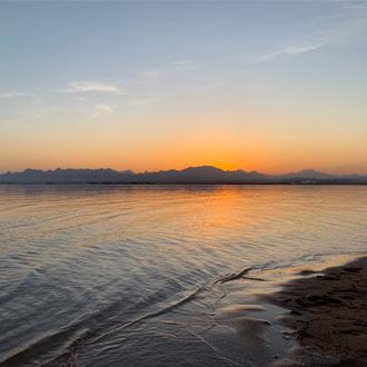 Zonsondergang in Soma Bay aan de Rode Zee