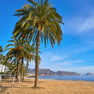 Het strand van Playa la Roda aan de Spaanse Costa Blanca, Altea