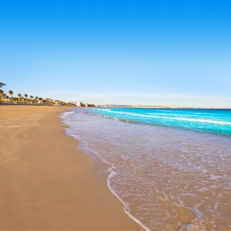 Het strand van La Pineda in Spanje