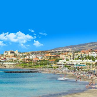 Zandstrand in Playa de Las Americas op het Canarische eiland Tenerife