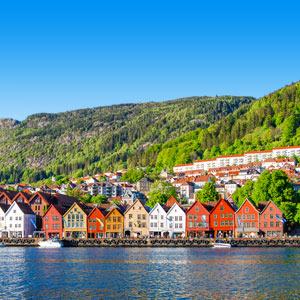 de stad Bergen in Noorwegen met berglandschap