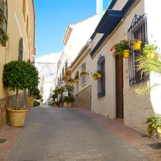 Smal straatje in het centrum van Estepona Spanje