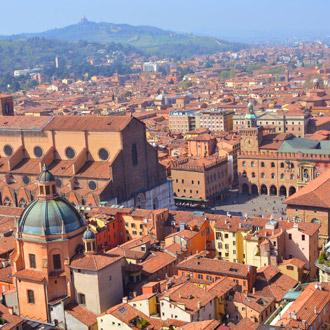 Stadsuitzicht in de regio Emilia Romagna, Italie