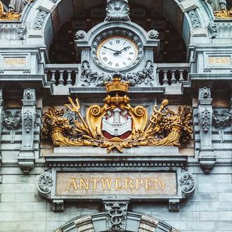 Klok op het centraal station in Antwerpen