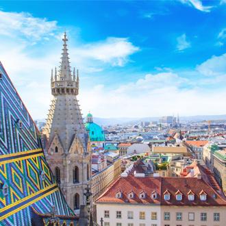 Uitzicht over de Stephens kathedraal en de stad Wenen in Oostenrijk