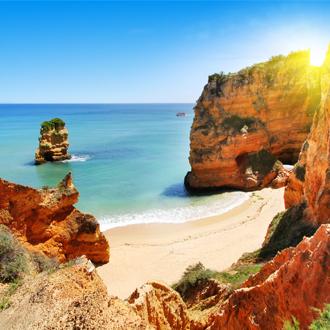 Strand en rotsen Albufeira, Portugal