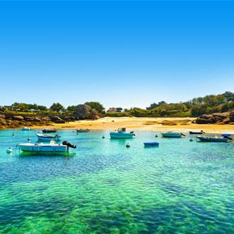 Boten voor Atlantische Oceaan bij Bretagne oceaan en strand Frankrijk
