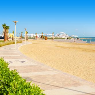 Strand bij El Gouna aan de promenade Egypte